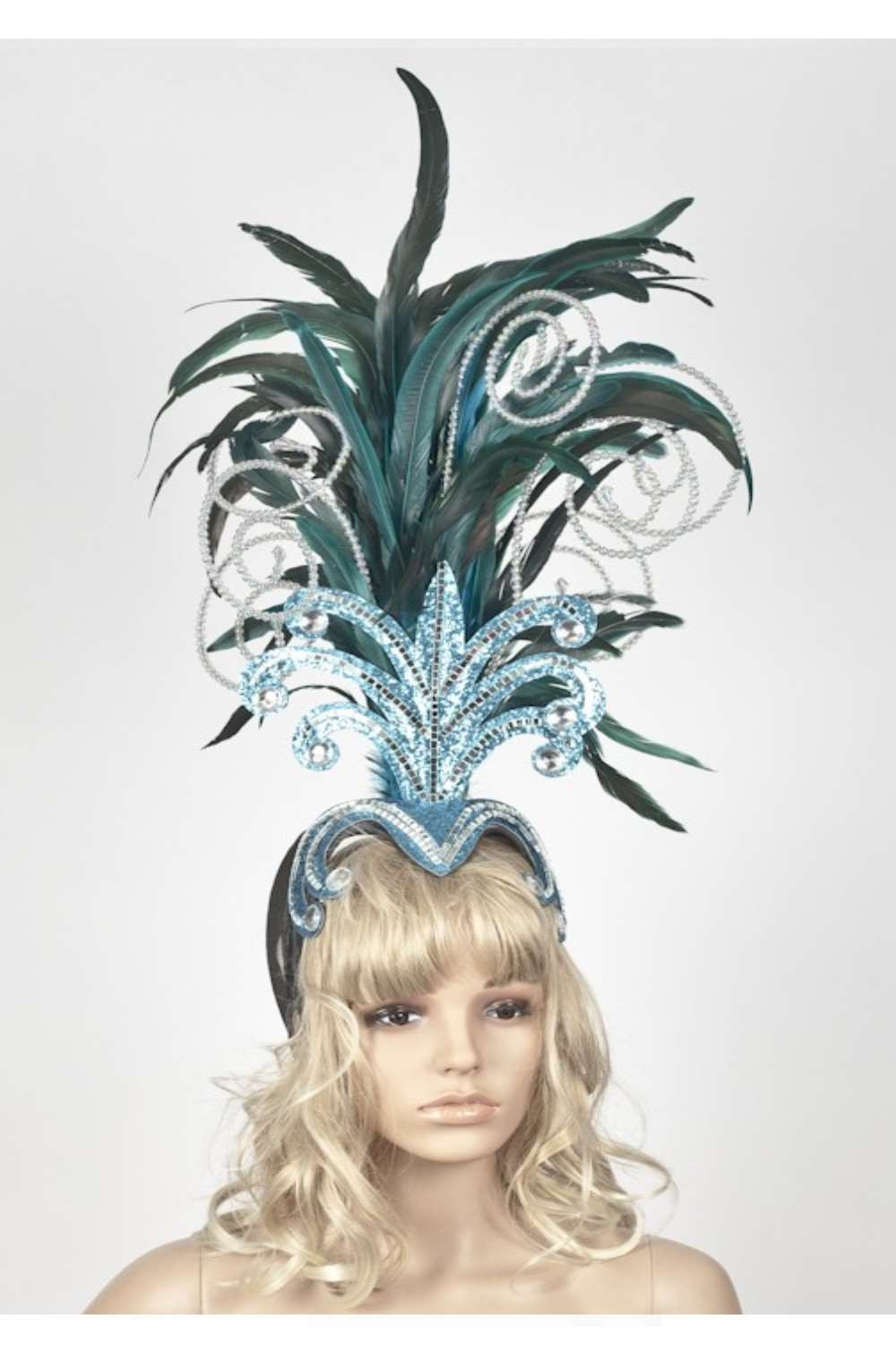 Coque feathers and beads headdress